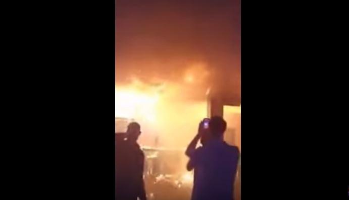 Какая у нас неадекватная молодежь: пьяные люди на фоне палящего клуба делали селфи и били спасателей (ВИДЕО +18). Шокирующие подробности ужасного пожара у Львове