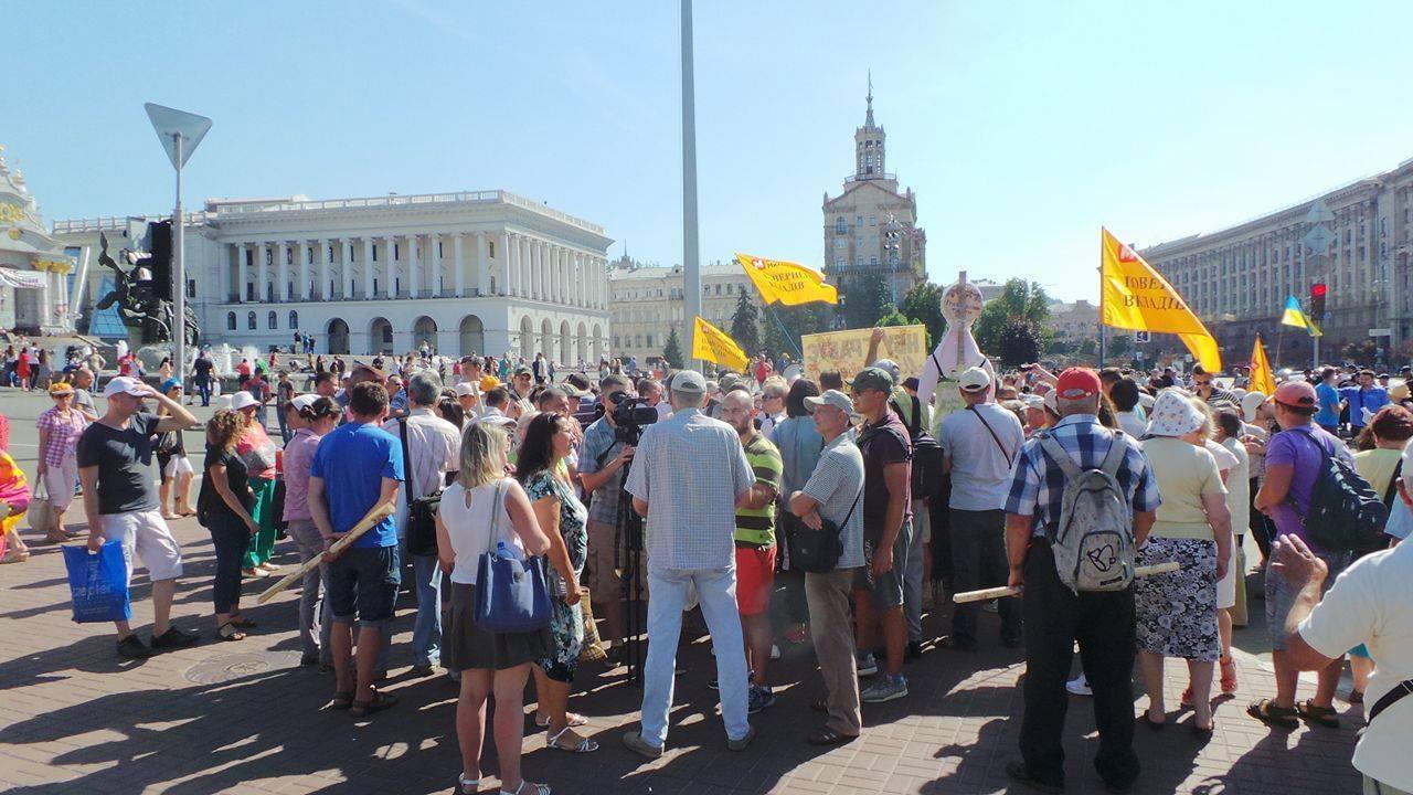 Полиция не спит: уже задержали на митинге вкладчиков обанкротившегося банка