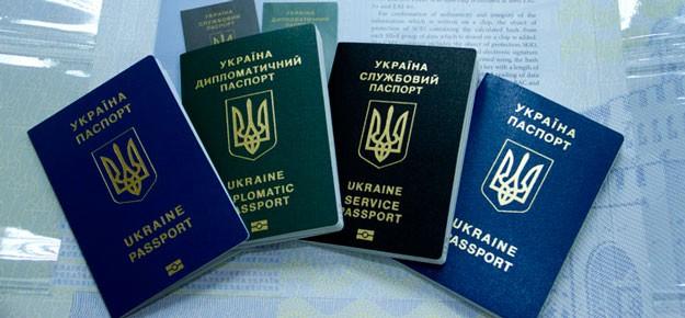 Ужас: чиновник прикрывался паспортами умерших львовян, чтобы ездить за границу. Как он до такого додумался?