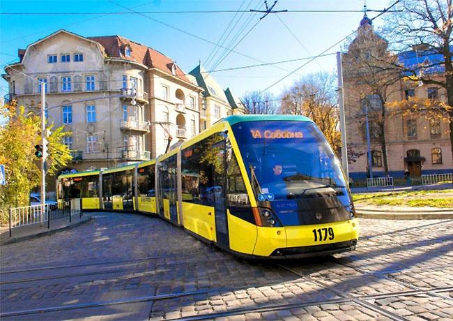 Торжественно запущеный во Львове трамвай попал в ДТП