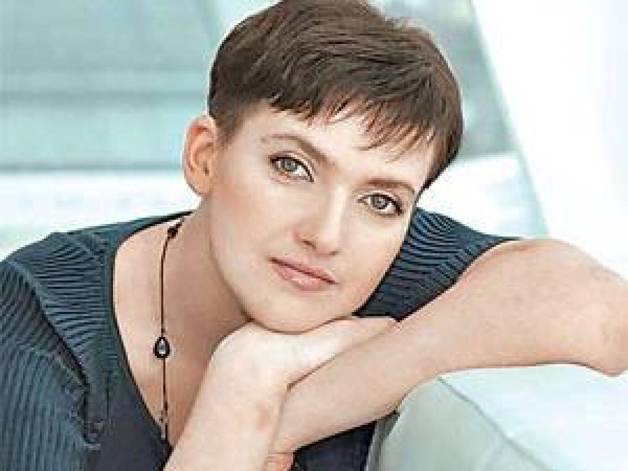 Еще та развратница: Надежда Савченко ошеломила публику, посетив театр «на лабутенах» и в соблазнительных брюках. Есть ФОТО