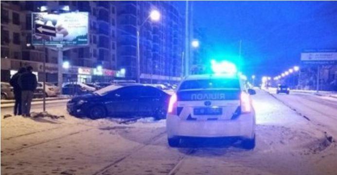 Жуткое ДТП во Львове: Как водитель навеселе, убегая от полиции врезался в дорожный знак