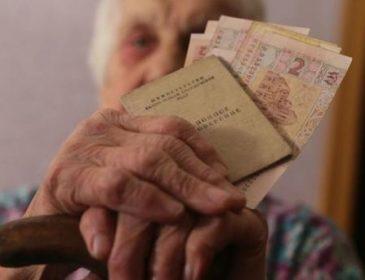 Порошенко анонсировал повышение пенсий: кому, когда и насколько