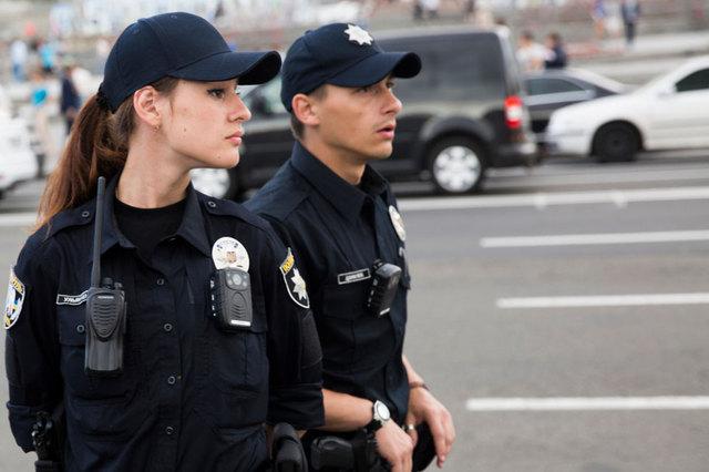 В Запорожье подрались две девушки, работающие в патрульной полиции