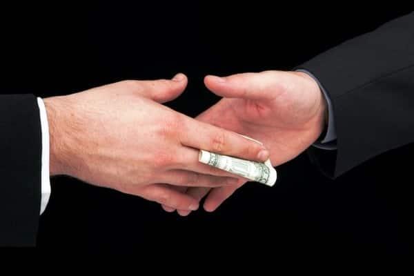 Полковнику налоговой милиции дали 9 лет за взятку в полмиллиона