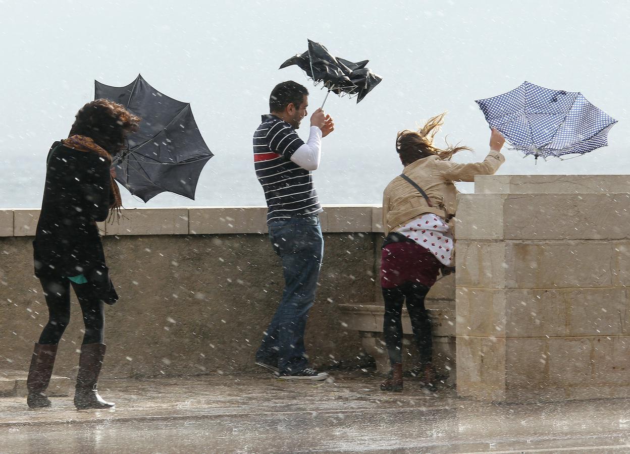 Синоптики бьют тревогу: сегодня будет ужасная погода. Украинцев просят быть осторожными
