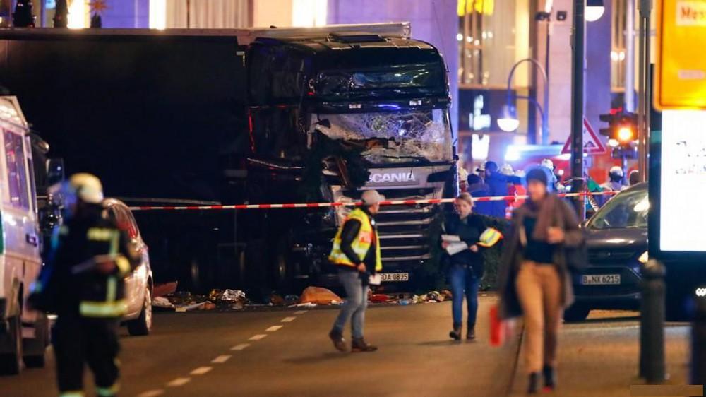 Кровавый теракт в Берлине: грузовик протаранил толпу на рождественской ярмарке