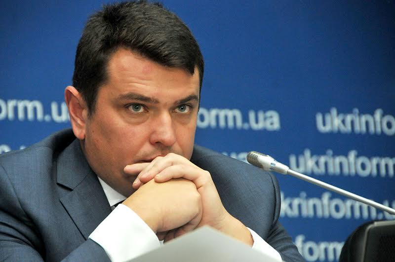 Ловит взяточников, а сам не лучше: сколько на самом деле заработал главный антикоррупционер Украины Артем Сытник