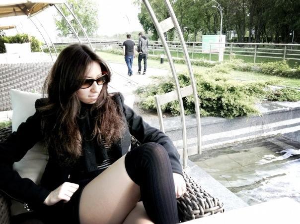 Раздвинула ноги и показала обнаженную грудь: дочь украинского депутата показала себя во всей красе (фото)