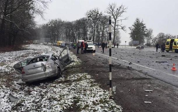 Кровавое ДТП случилось во Львове: спасатели вырезали людей