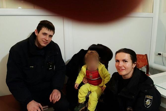 В Кривом Роге требуют лишить прав родителей, оставивших босого малыша на морозе