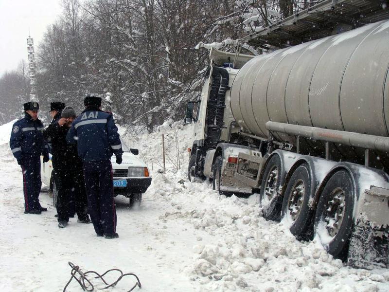 Ужасное ДТП случилось сегодня — перевернулся грузовик