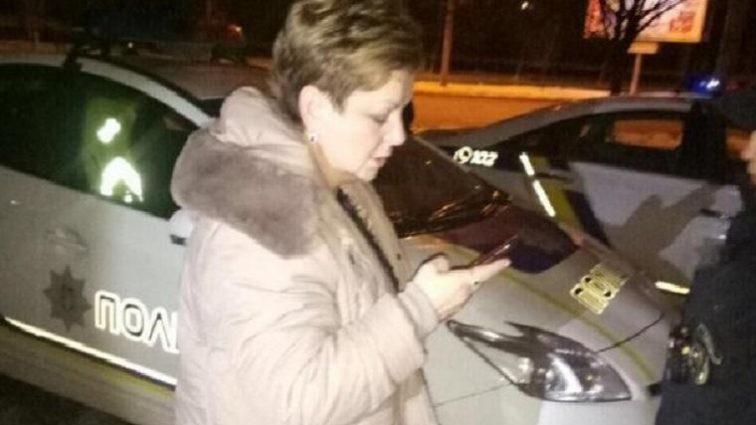 Пьяная в стельку: львовские патрульные задержали нетрезвую голову РГА. То, что происходило потом, удивляет (ФОТО)