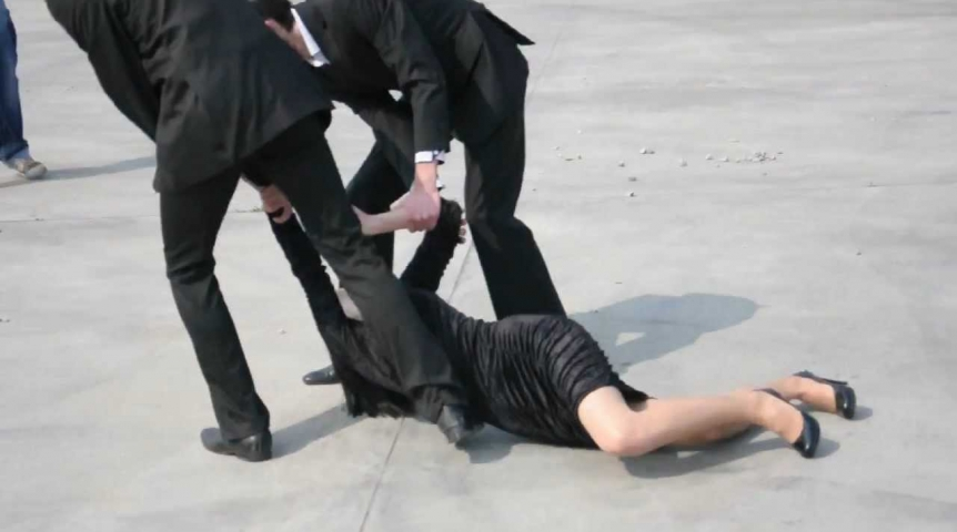 Во Львове 2 мужчины жестоко избили девушку, а потом пытались её изнасиловать