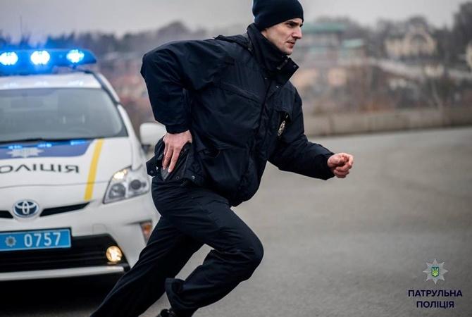 Львовские патрульные нашли парня, который подрезал посетителя кафе и скрылся с места происшествия