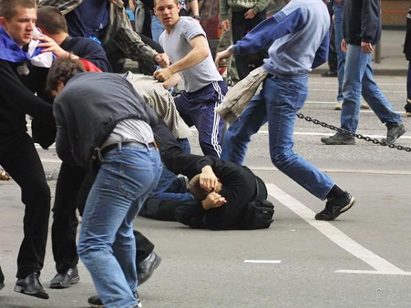 Что за варвары… толпа людей напала на украинского судью