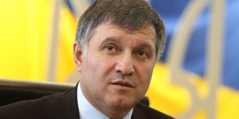 Прорвало: Аваков наконец дал о себе знать, резко прокомментировав впечатляющую находку в квартире Азарова