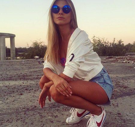 Зря время не теряет: жена-модель известного депутата учит сеть фитнеса (ФОТО, ВИДЕО)