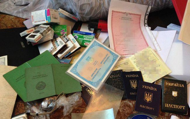 СБУ разоблачила преступную группу, занимавшуюся подделыванием паспортов
