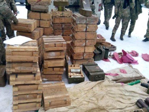 Вот так находка: в Донецкой области нашли схрон с гранатометами и реактивными снарядами