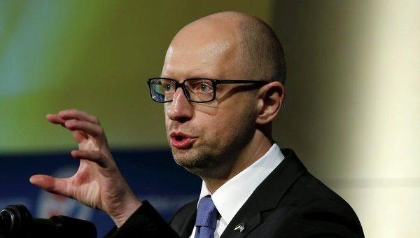 Яценюк подает в суд за статью о покупке вилл на Майами