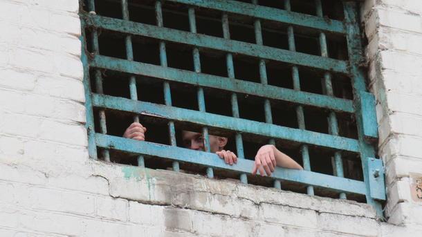 Год «закона Савченко»: выходят на свободу тысячами и снова садятся, но уже пожизненно