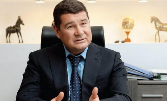 Онищенко разозлился на своего адвоката за неприличный поступок и внезапно уволил его