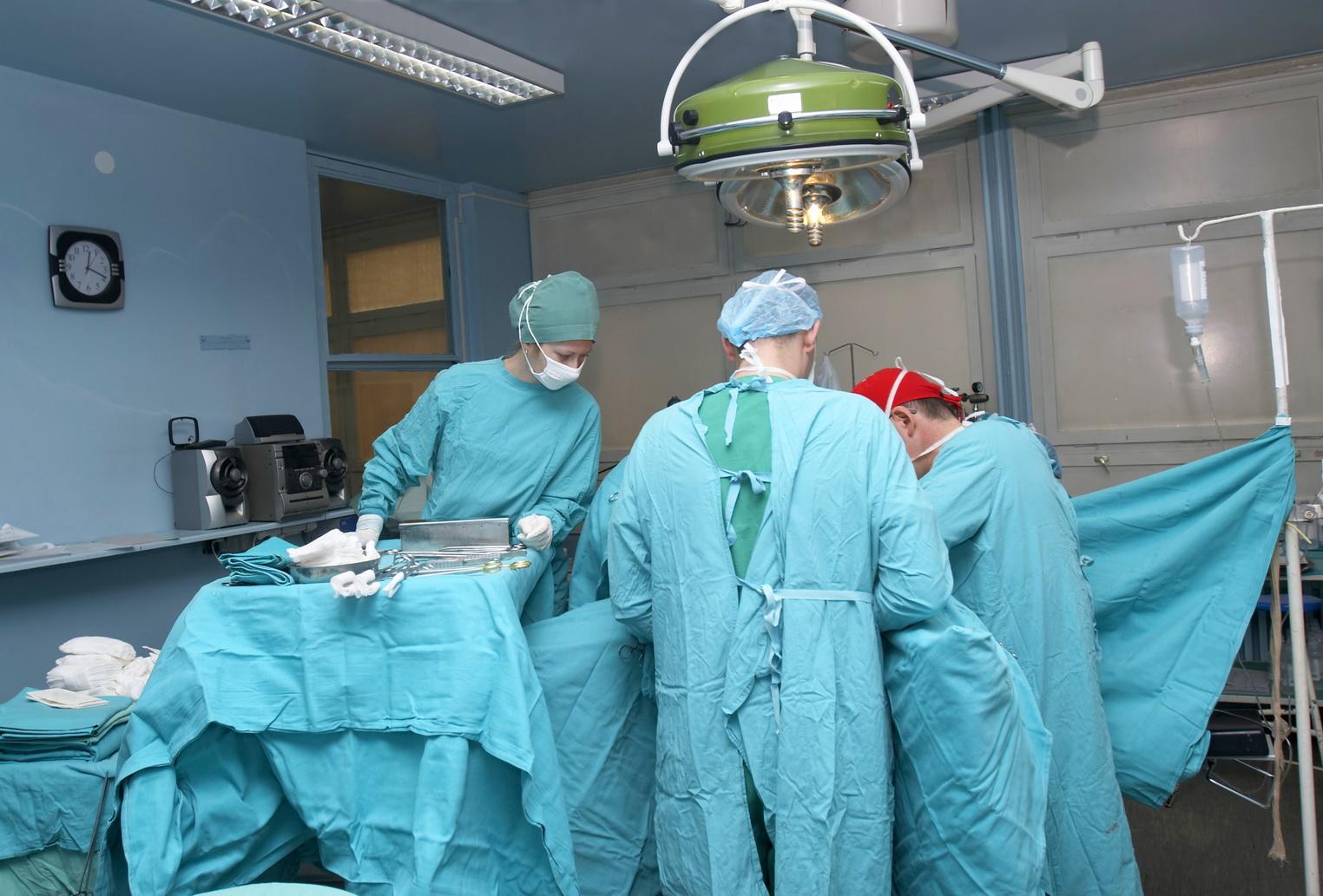 Чудо медицины: в Львове врач возобновил ребенку часть тела