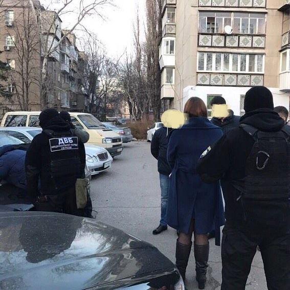 В Одессе арестовали молодого следователя