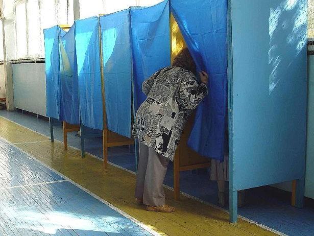 Выборы на Волыни: На участке обнаружили наблюдателя со списком избирателей