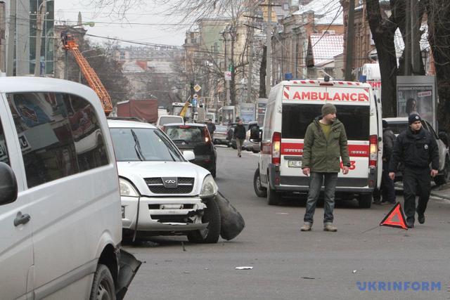 Масштабная авария: трактор с поврежденными тормозами уничтожил более 10 авто (ФОТО, ВИДЕО). Есть пострадавшие