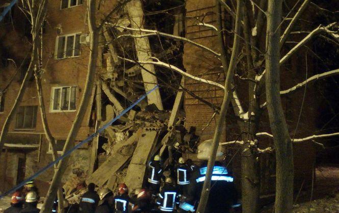 В Чернигове через взрыв обрушилось здание (ФОТО, ВИДЕО). Много пострадавших, один человек скончался