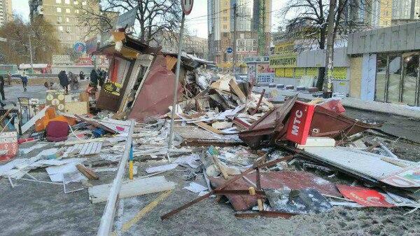 Сравняли с землей: известный рынок в Киеве полностью уничтожен. ФОТО ужасных руин