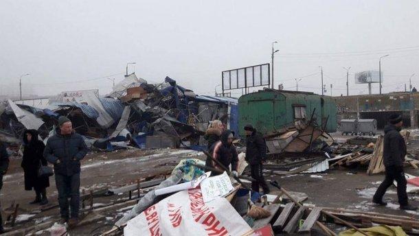 Бульдозеры в Киеве сравняли с землей еще один рынок из МАФов