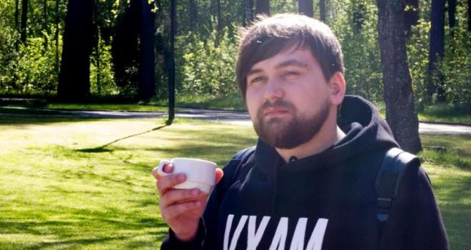 Блогер из Волыни рылся в помойке светя седьмым айфоном