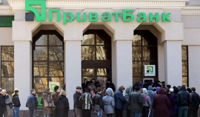 Украинцам установили лимит на снятие наличных в Приватбанке