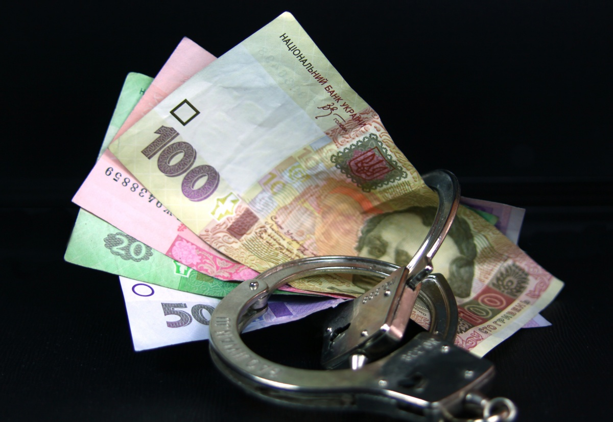 Обокрали до нитки: воры украли из сейфа огромную сумму денег — 1,78 млн долларов, 1,23 млн евро и 230 тис. швейцарских франков