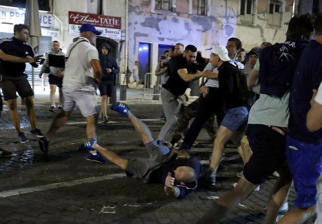 Сильно подрались: в ночном клубе депутат устроил жестокую драку с полицейскими (ВИДЕО)