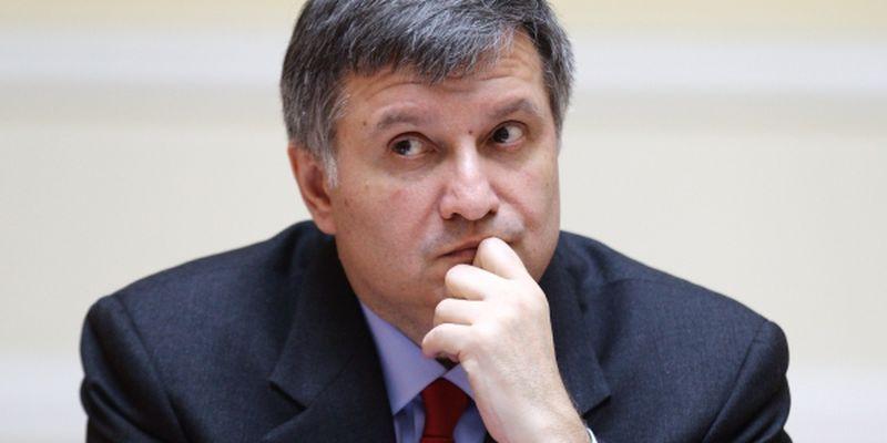 Аваков хочет рассмотреть отменен визит Гройсмана на Кабмине