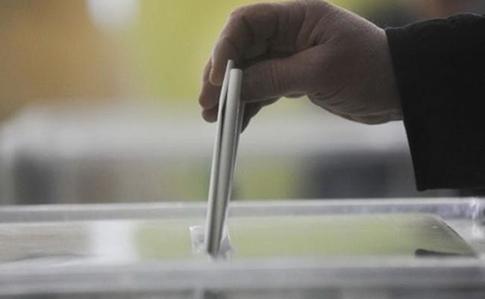 В 13 областях проходят местные выборы