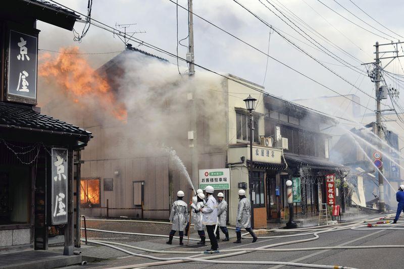 Японию охватила страшная беда: из-за пожара занялось 140 зданий (ФОТО, ВИДЕО)