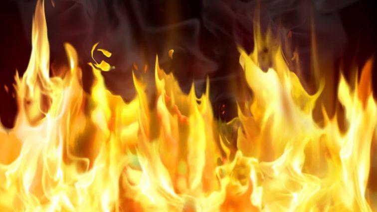 Появились жуткие снимки масштабного пожара на рынке в Киеве (фото)