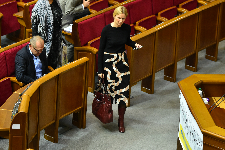 Дорогие обновки депутаток: в нардепки Кондратюк «шопер» за 66 тысяч, а в Денисовой — за 75 000 грн