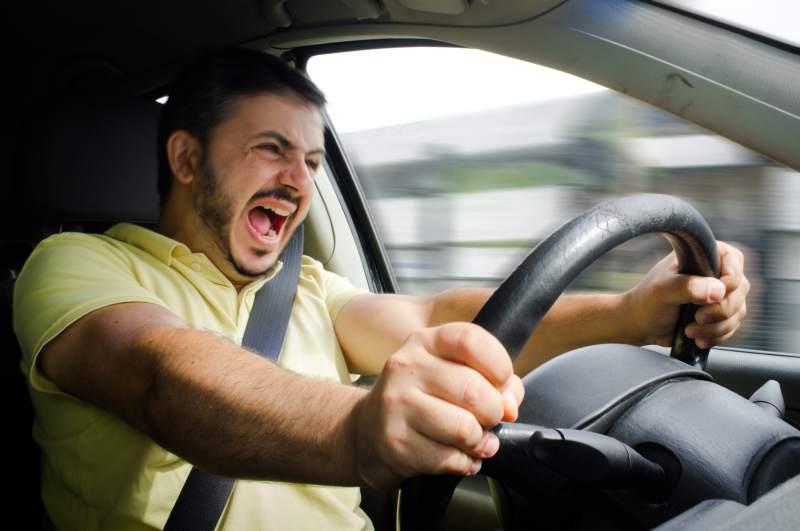 Безопасная зима за рулем: советы водителям, как избежать аварий во время надвигающего гололеда