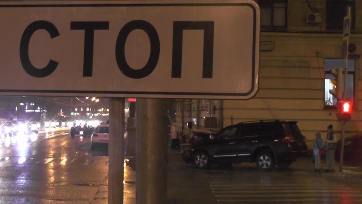 Резонансное ДТП: украинский чиновник-беглец от Януковича устроил масштабную аварию (ВИДЕО)