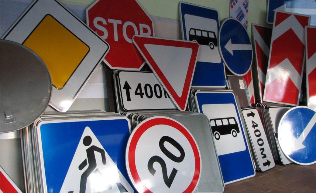 Водителям на заметку: появились фото новых дорожных указателей (ФОТО)
