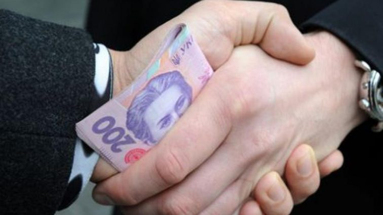 В Одессе чиновника Минобороны поймали на взятке