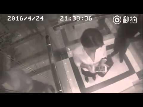 Шокирующие кадры скрытой камеры: мужчина глубоко пожалел за свои поступки (ВИДЕО) Настоящие страсти в лифте