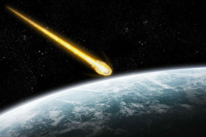 Сеть возмутило видео, где стремительно падает метеорит