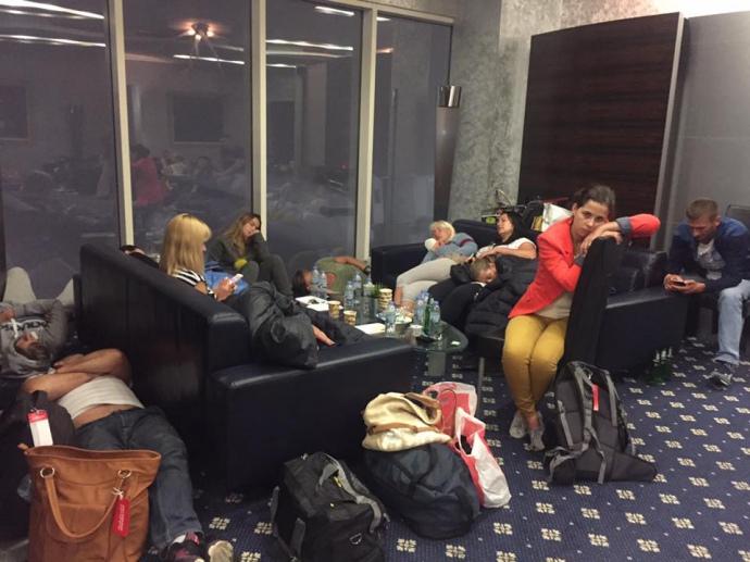 Более 100 украинских туристов 3 сутки держат в аэропортах ОАЭ и Шри-Ланки